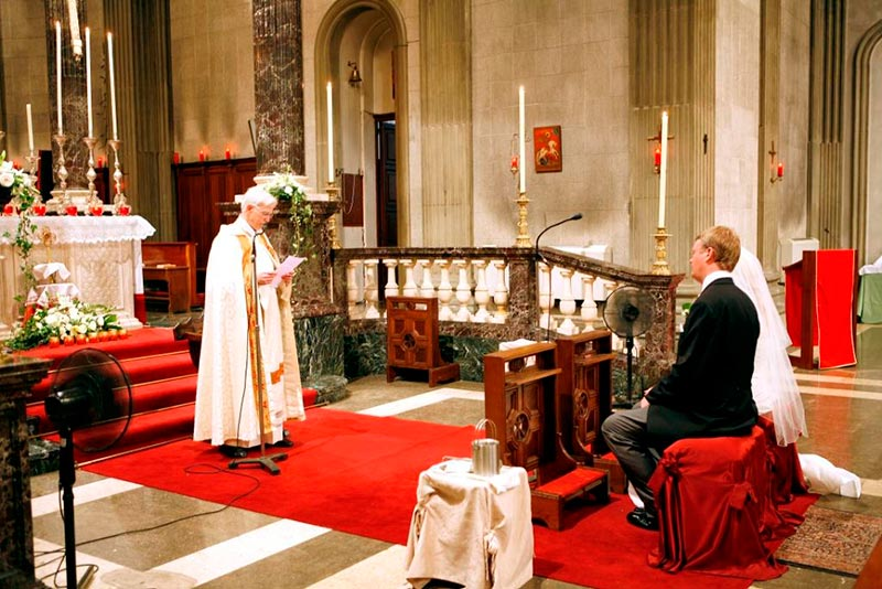 catholic-ceremony-red-carpet