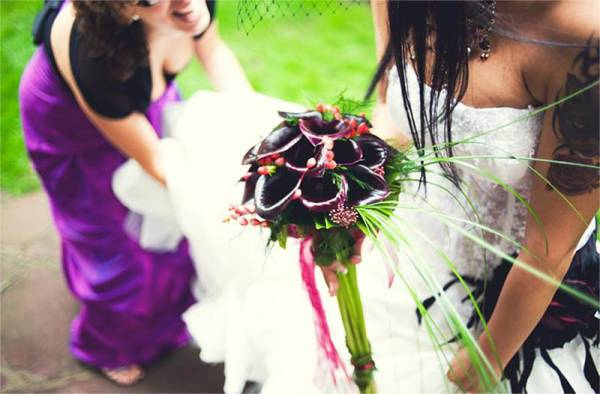 2e1ax_default_entry_black-flowers-wedding-bouquet