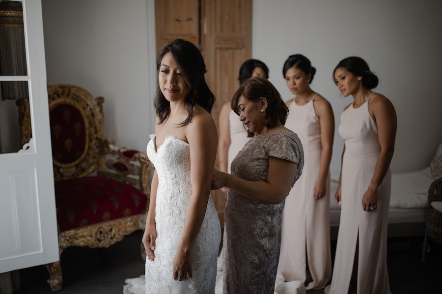 CrystalEvents_J&E-bride-getting-dressed-with-mum-and-bridesmaids