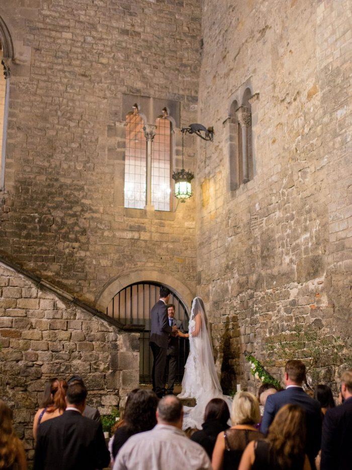 Intimate ceremony in the Barrio Gótico, Barcelona