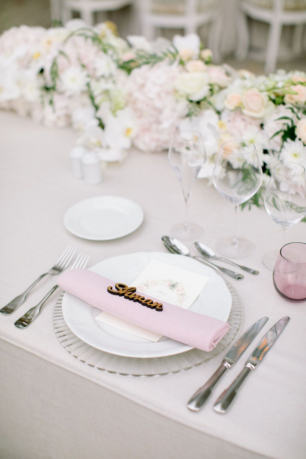 This romantic color palette worked perfectly within the Castell grounds.