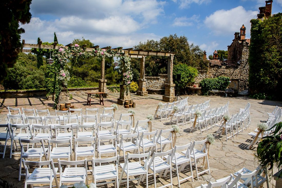 Outdoor ceremony at La Baronia