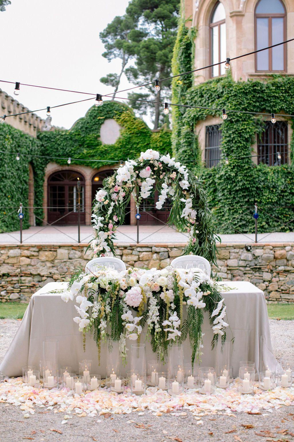 Sweetheart table at Castell de Sant Marçal