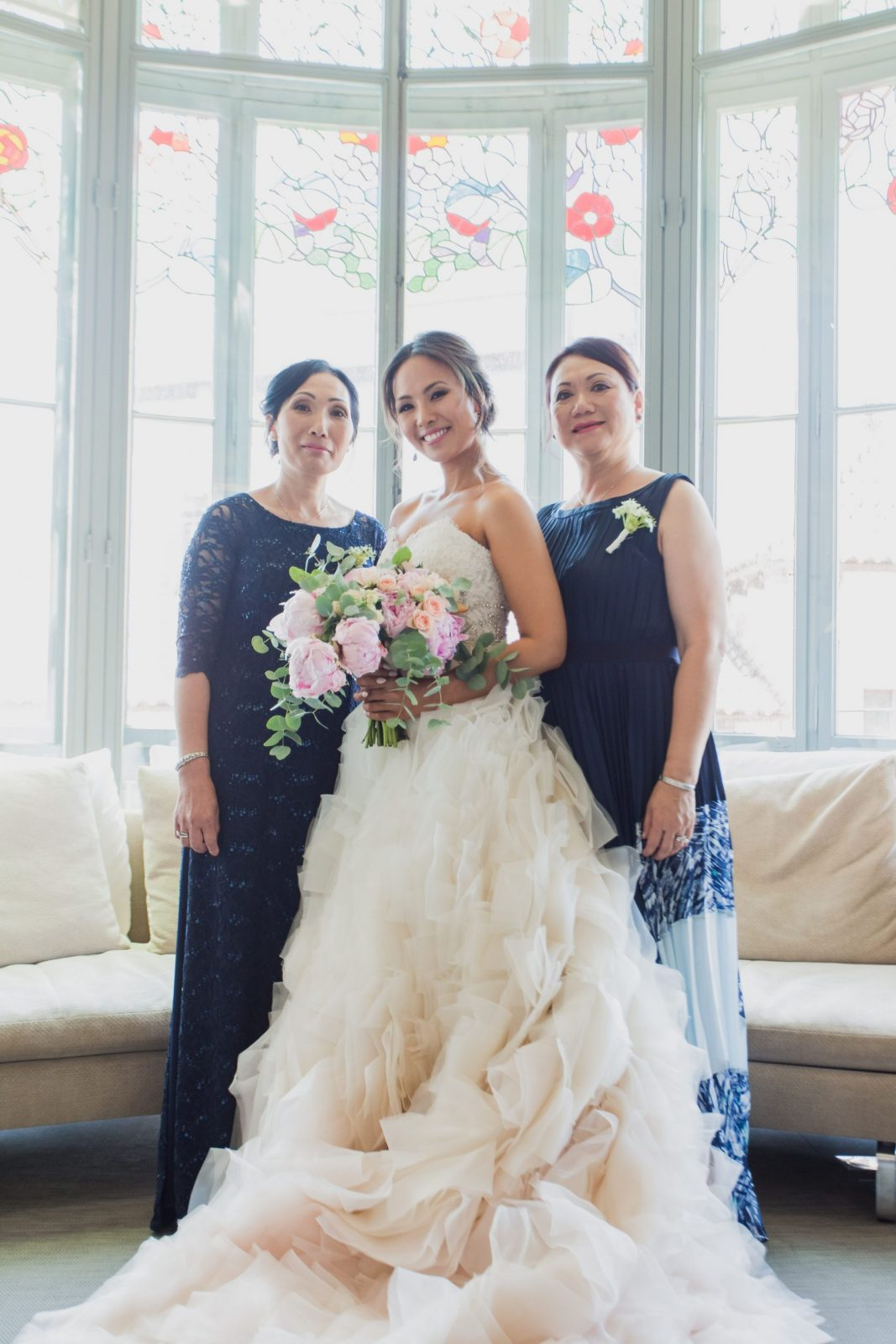 Norweigan bride with mom and MIL