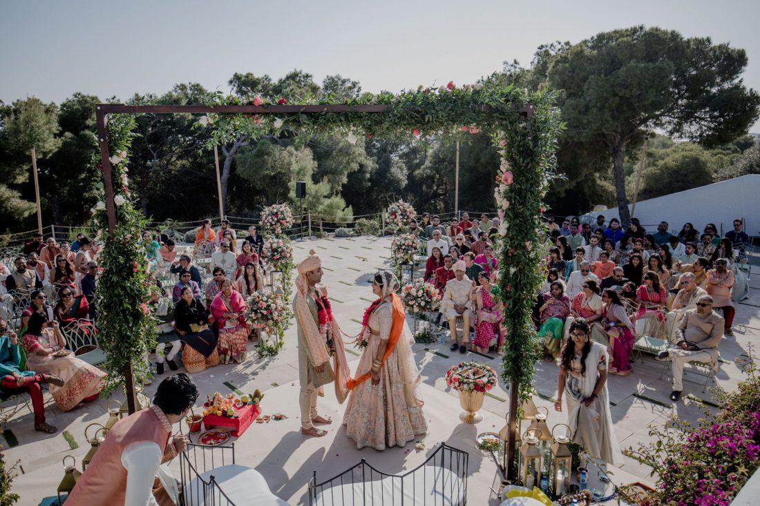 Beauitful outdoor Hindu ceremony